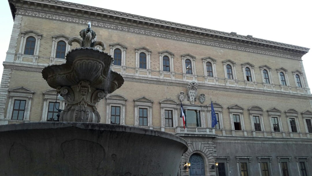 Renaissance flourishes around Piazza Farnese