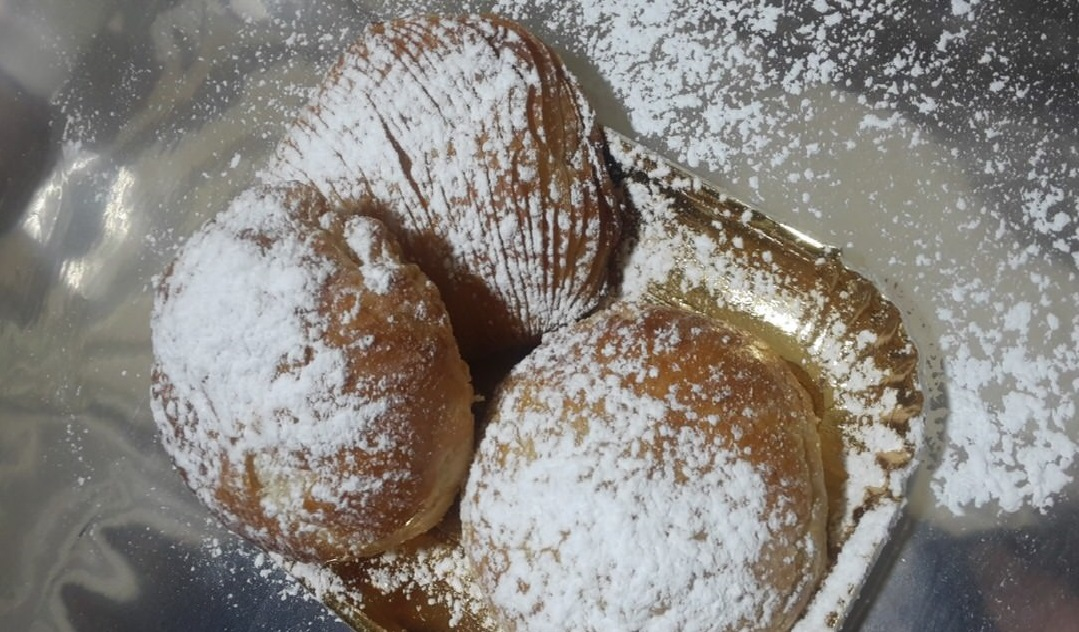 Sfogliatella napoletana, the traditional Neapolitan sweet.
